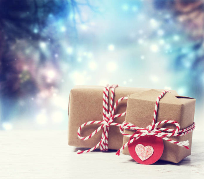 Jak wybrać prezent pod choinkę dla kobiety?